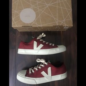 Pre owned Veja Canvas Sneakers